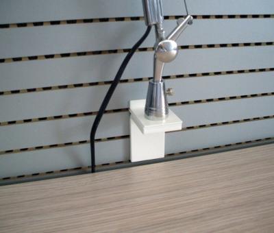 """Supporto """"Easy-On"""" per lampada da tavolo con foro svasato ø 8,5 mm (lampada non inclusa)."""